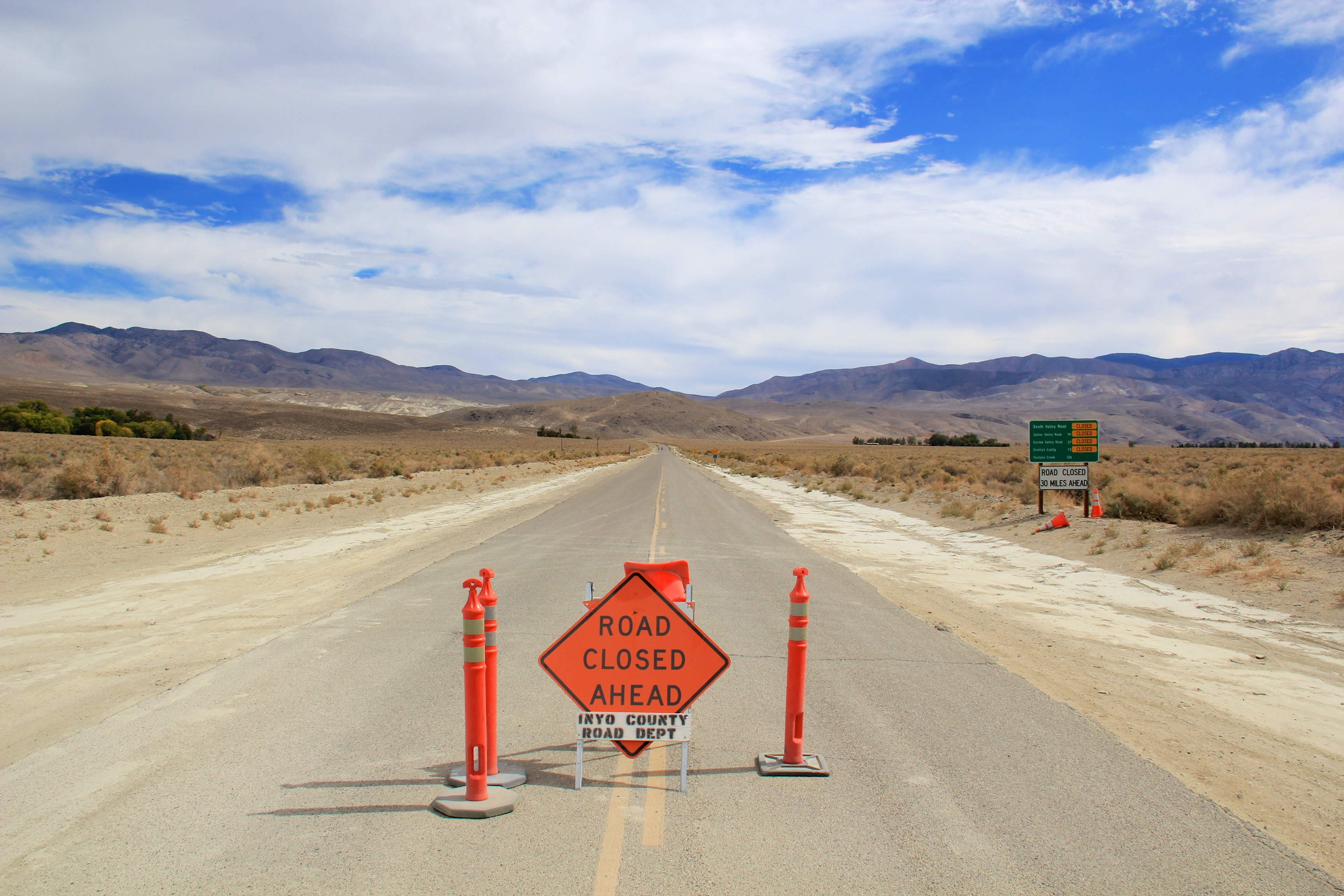 Road_leads_to_Death_Valley_-_Flickr_-_daveynin